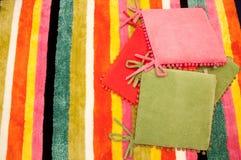 Alfombra y almohadilla coloridas Fotos de archivo libres de regalías
