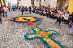Alfombre, tapis faits de sciure colorée pour le cortège San Bartolome de Becerra, Antigua, Guatemala photographie stock libre de droits