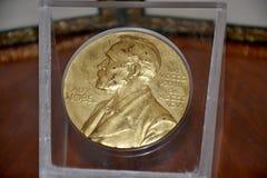 Alfred Nobel sur la médaille de prix Nobel Image libre de droits