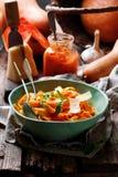 Alfredo pastasås med butternutsquash, vitlök och parmesan Selektivt fokusera arkivfoton