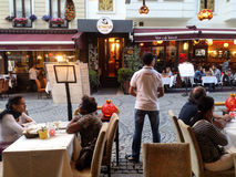 Alfresco äta middag, Istanbul, Turkiet Arkivfoto