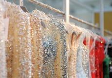 Algún boda hermosa o vestidos de noche imagen de archivo