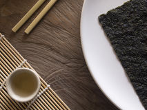 Alga asciutta sul piatto bianco Fotografia Stock