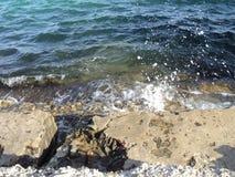 Alga, colore della schiuma delle lampadine del mare delle onde di acqua Immagine Stock