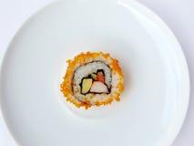 Alga marina de las huevas del pez volador y rollo de sushi Fotos de archivo