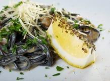 Al Nero di Seppia спагетти стоковые фото