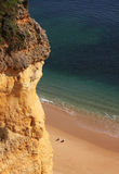 algarve海滩峭壁 免版税库存照片