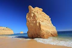algarve海滩da marinha普腊亚 免版税库存图片