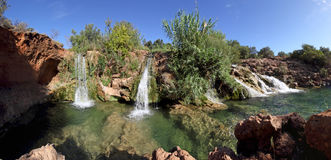algarve葡萄牙小的tavira瀑布 库存照片