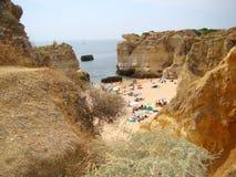 Algarve amasing strand Arkivfoto