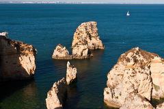 Algarve-Klippen in Portugal Stockfoto