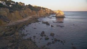 Algarve Kust dichtbij Albufeira, Portugal stock videobeelden