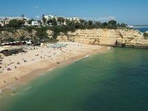 Algarve kust nära staden Armação de Pêra Fotografering för Bildbyråer