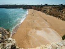 Algarve kust nära staden Armação de Pêra Royaltyfria Bilder