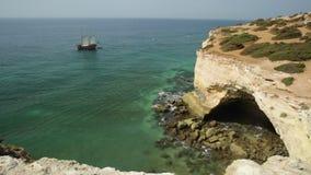 Algarve kustgaljoen stock footage