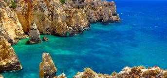 Algarve rotsen stock afbeeldingen