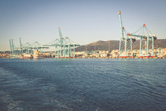 ALGECIRAS, ESPANHA - MAIO 1,2013: Terminal de recipiente no industr fotografia de stock royalty free