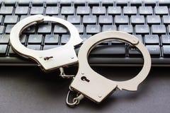 Algemas que estão no teclado de computador fotografia de stock royalty free