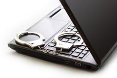 Algemas que estão no teclado de laptop fotografia de stock royalty free