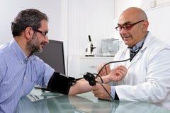 Algemeen medisch onderzoek van een patiënt Royalty-vrije Stock Foto's