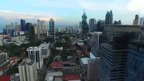 Algemeen schot van de stad die van Panama de gebouwen overzien stock footage