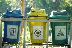 Algemene afvalbak, Rekupereerbare afvalbak, Composteerbare afvalbak stock afbeeldingen