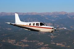 Algemene Luchtvaart - Piper Saratoga Aircraft Stock Afbeelding