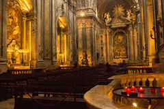 Algemene mening binnen Estrela-basiliek in Lissabon, Portugal Royalty-vrije Stock Afbeeldingen