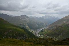 Algemene mening van de commune van Val D ` Isere van de Tarentaise-Vallei in Frankrijk stock foto's