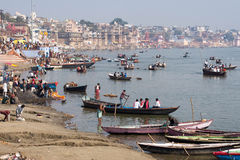 Algemene Mening van de Rivier van Ghats en van Ganges in Varanasi, Uttar Prades Royalty-vrije Stock Foto's