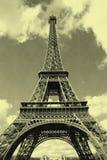 Algemene mening van de toren van Eiffel in Parijs met oud prentbriefkaareffect stock fotografie
