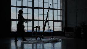 Algemene mening van het moderne atmosferische werkschema van de verfkunstenaar Grote panoramische vensters op de duidelijke hemel vector illustratie