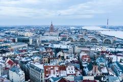 Algemene wintertijdmening van Riga van hierboven, Letland Stock Foto's