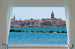 Alghero en venster royalty-vrije stock fotografie