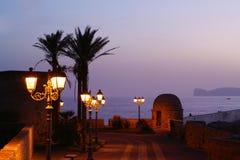 Alghero en noche. Imagenes de archivo