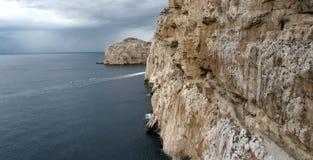 Alghero - la Sardaigne et x28 ; Italy& x29 ; Caverne de Neptune's - Escala del Cabiro Photos stock