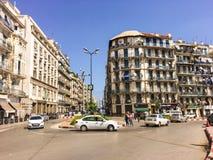 ALGIERS ALGERIET - SEPTEMBER 24, 2016: Franska koloniala byggnader i Algiers Algeriet Byggnader renoveras av den algeriska regeri Royaltyfria Foton
