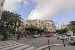 ALGIERS ALGERIET - SEPTEMBER 30, 2016: Franska koloniala byggnader i Algiers Algeriet Byggnader renoveras av den algeriska regeri Fotografering för Bildbyråer