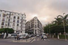 ALGIERS ALGERIET - SEPTEMBER 24, 2016: Franska koloniala byggnader i Algiers Algeriet Byggnader renoveras av den algeriska regeri Arkivbilder