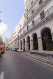 ALGIERS ALGERIET - SEPTEMBER 24, 2016: Franska koloniala byggnader i Algiers Algeriet Byggnader renoveras av den algeriska regeri Royaltyfri Fotografi
