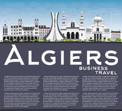 Algiers linia horyzontu z Szarą budynków, niebieskiego nieba i kopii przestrzenią, Fotografia Stock