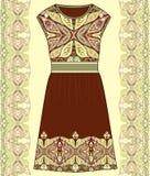 Algodão da tela do vestido do verão das mulheres do esboço, seda, jérsei com teste padrão geométrico floral tirado de paisley mão Foto de Stock Royalty Free