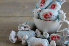 Algodão doce para a decoração interior no copo de café Foto de Stock