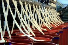 Algodão girado em uma fábrica de matéria têxtil Fotos de Stock Royalty Free