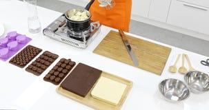 Alguien hizo el chocolate de la tarjeta del día de San Valentín en cocina