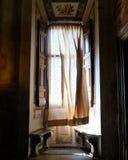 Alguien se escabulló hacia fuera - Roma Italia Foto de archivo libre de regalías
