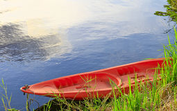 algum barco no lago Fotos de Stock Royalty Free