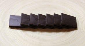 Algum bombom do chocolate fotografia de stock royalty free