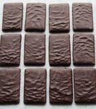 Algum bombom do chocolate imagens de stock royalty free
