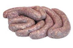 Alguma bratwurst crua na embalagem natural isolada no branco imagens de stock royalty free